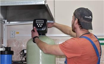 СУЭК устанавливает в школах Назаровского района фильтры для воды