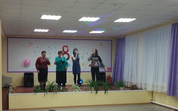 Дом культуры и библиотека Ходиловичей подарили праздник всем жительницам деревни
