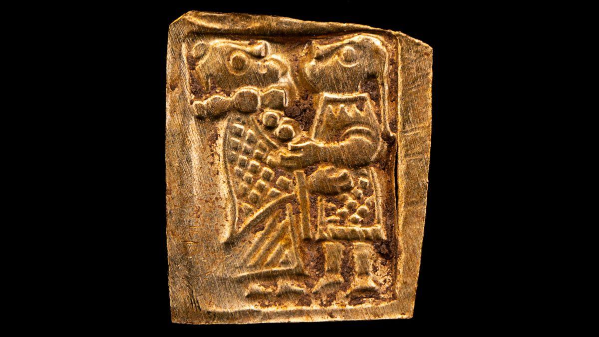В Швеции нашли древние золотые гравюры