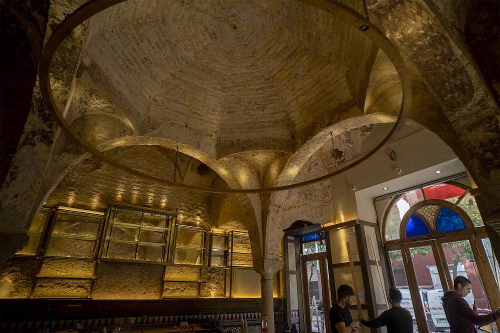 В испанском баре случайно обнаружили средневековую баню