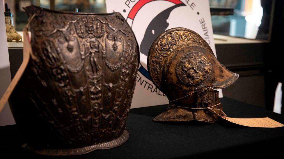 В Лувр вернули украденные доспехи 16-го века