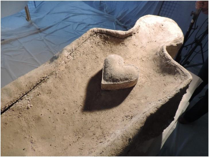 Во Франции нашли свинцовый гроб с забальзамированным сердцем