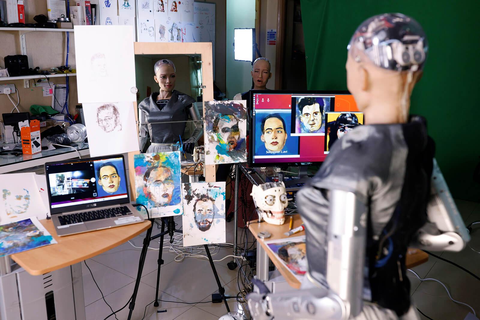 Картина, созданная роботом, продана за 689 тыс. долл.