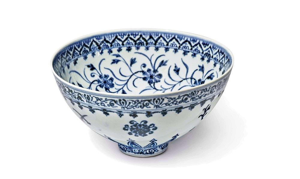 Китайскую чашу 15-го века продали за 721 тыс. долл.