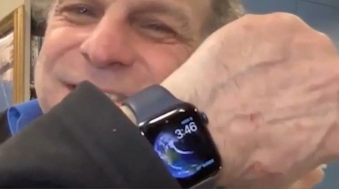 Смарт-часы Apple Watch спасли жизнь провалившемуся под лед владельцу