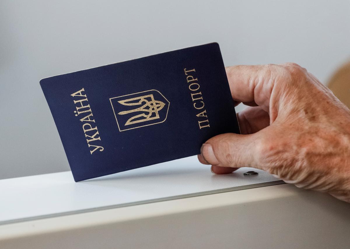 Разумков высказался против двойного гражданства в Украине