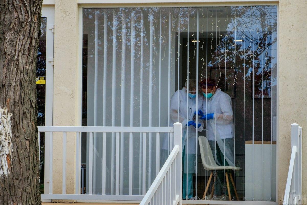 Львовские врачи запатентовали метод лечения коронавируса капельницами со спиртом