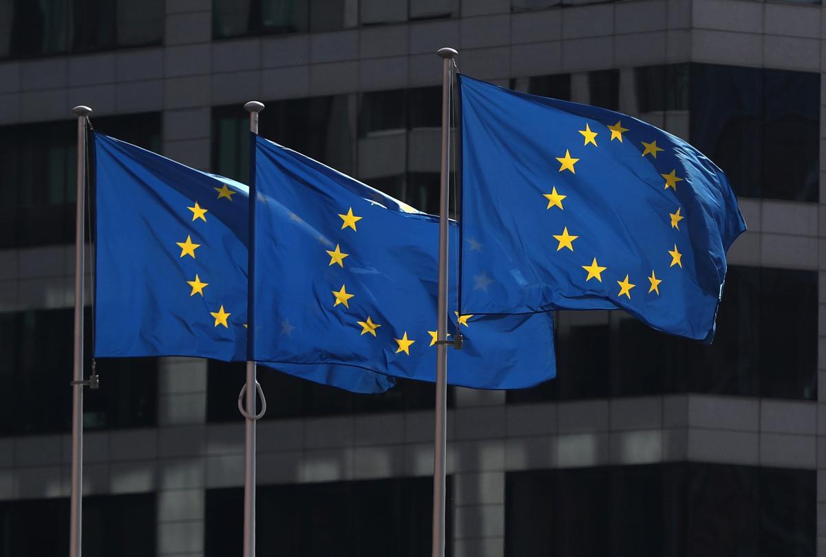 Еврокомиссия отреагировала на упреки относительно несправедливого распределения вакцин против COVID-19