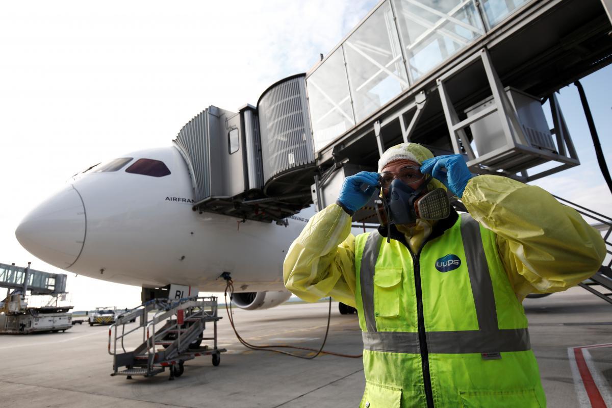 Кокаин в ручной клади и COVID-19 «на всех»: Forbes составил список худших авиапассажиров года