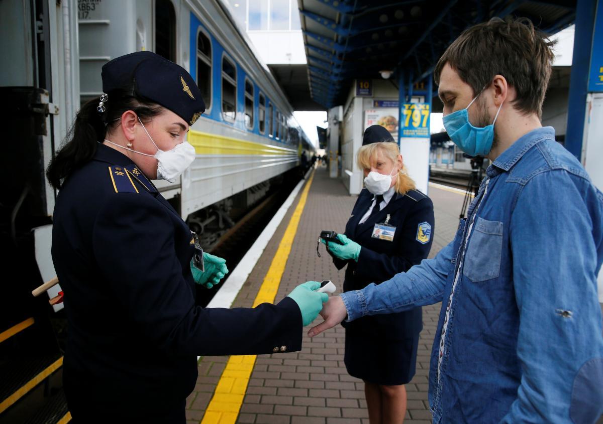 'Укрзализныця' пока не будет ограничивать высадку и посадку в поезда во Львовской области