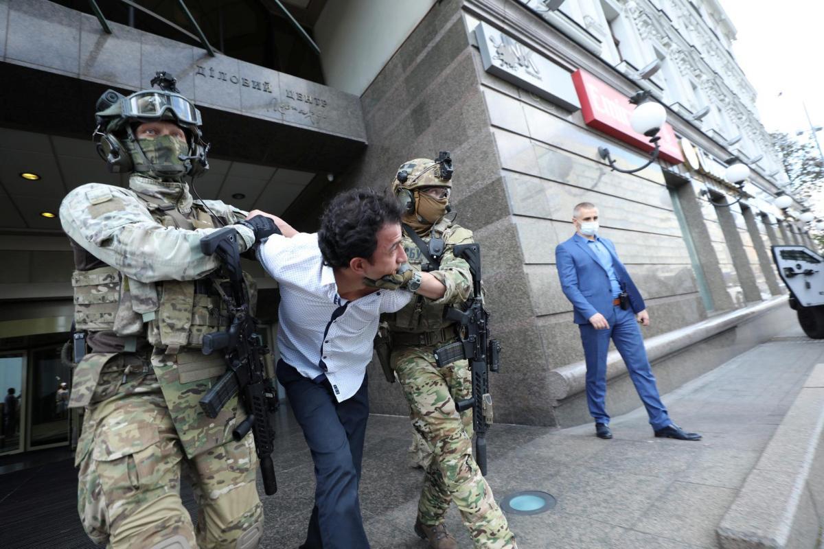 Суд изменил меру пресечения мужчине, который в августе угрожал взорвать банк в центре Киева
