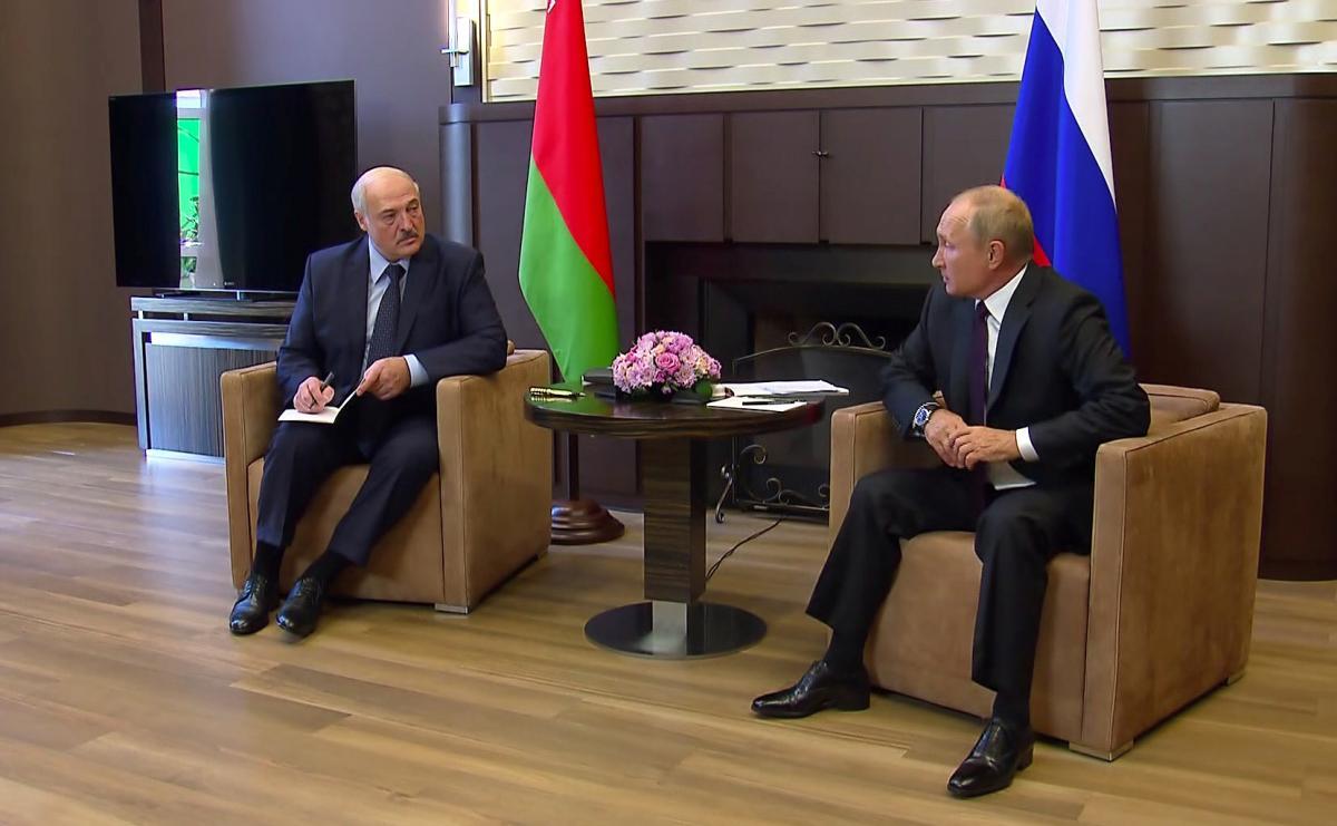 Лукашенко улетел к Путину говорить о военной безопасности