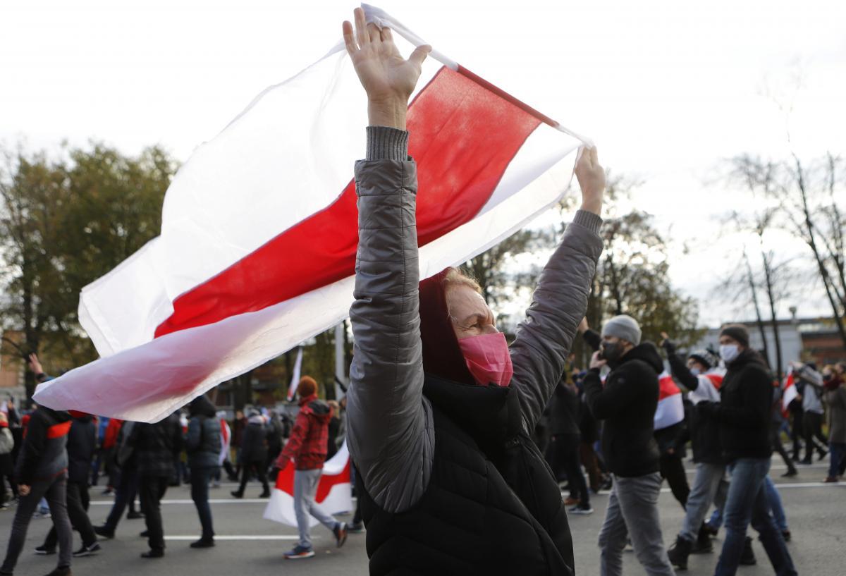 В Беларуси бело-красно-белый флаг могут признать экстремистским
