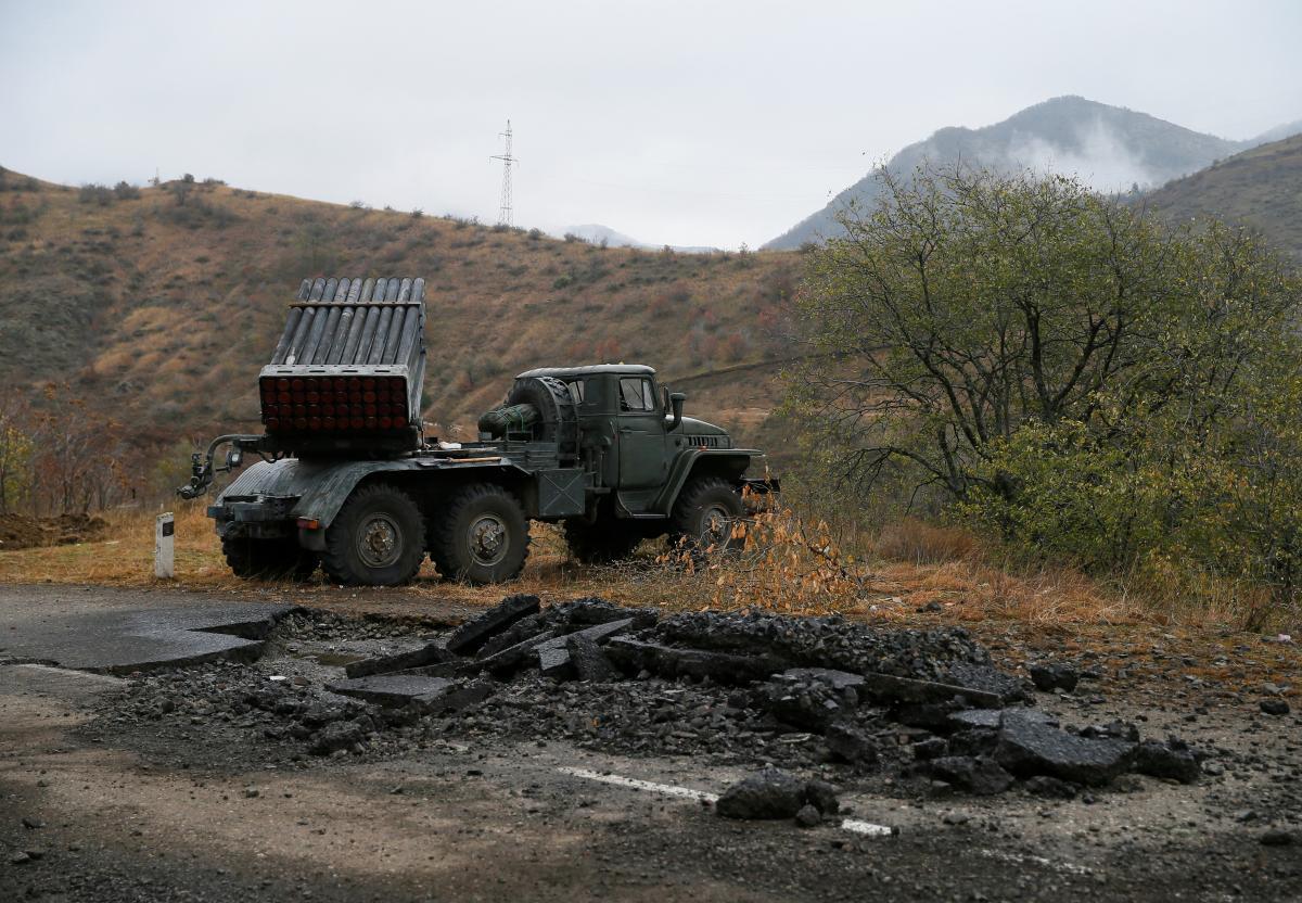 Азербайджан и Армения обвинили друг друга в вооруженных провокациях с погибшими