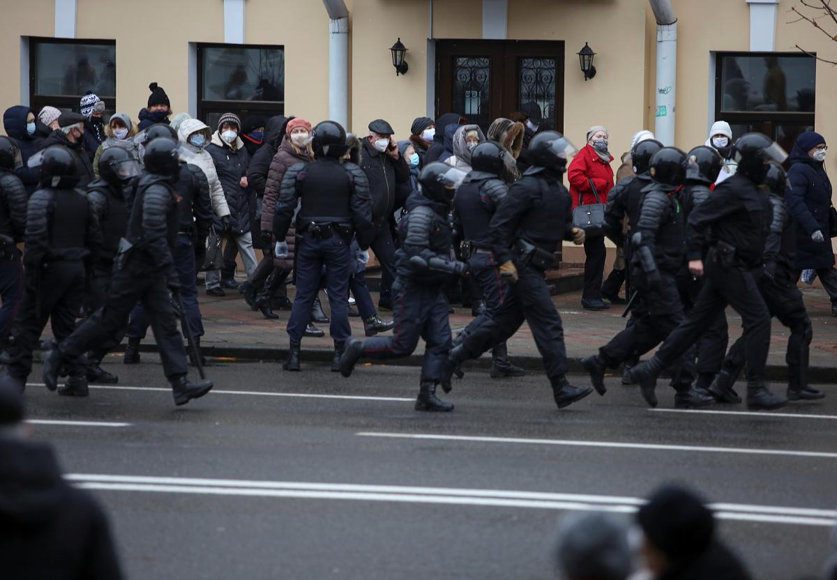 В Беларуси во время акций протеста сегодня задержали почти 240 человек