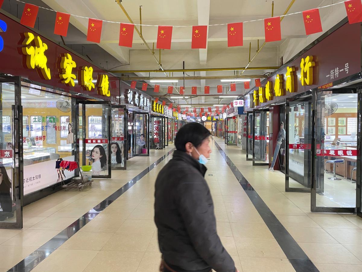 СМИ показали, как сейчас выглядит рынок в Ухане, откуда распространился коронавирус