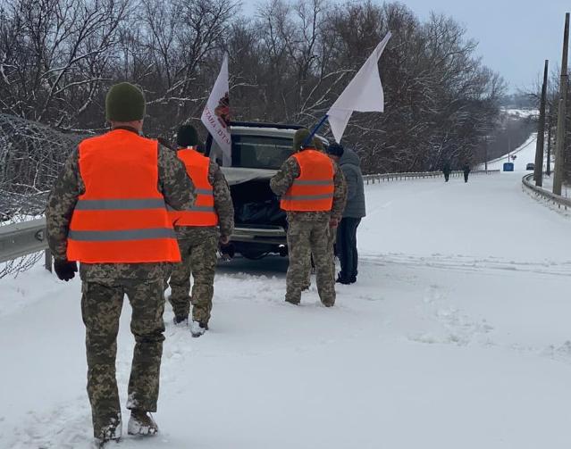 Украинский военный, тело которого накануне вернули боевики, был задушен - СМИ