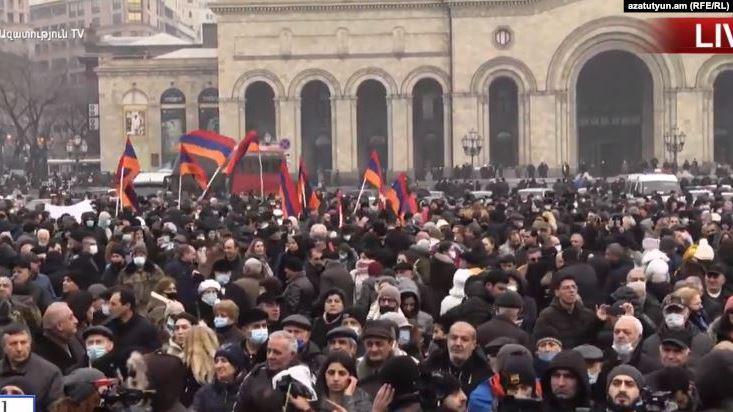 Оппозиция Армении объявила общенациональную забастовку - требуют отставки Пашиняна