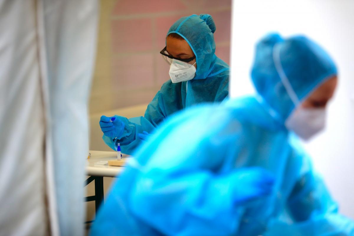 Глава МОЗ Шри-Ланки, которая утверждала, что нашла средство от COVID-19, заболела коронавирусом
