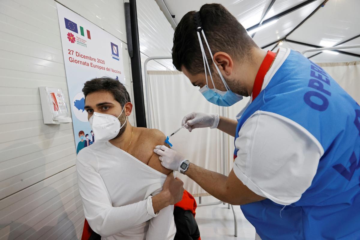 Ученые не советуют смешивать вакцины от коронавируса