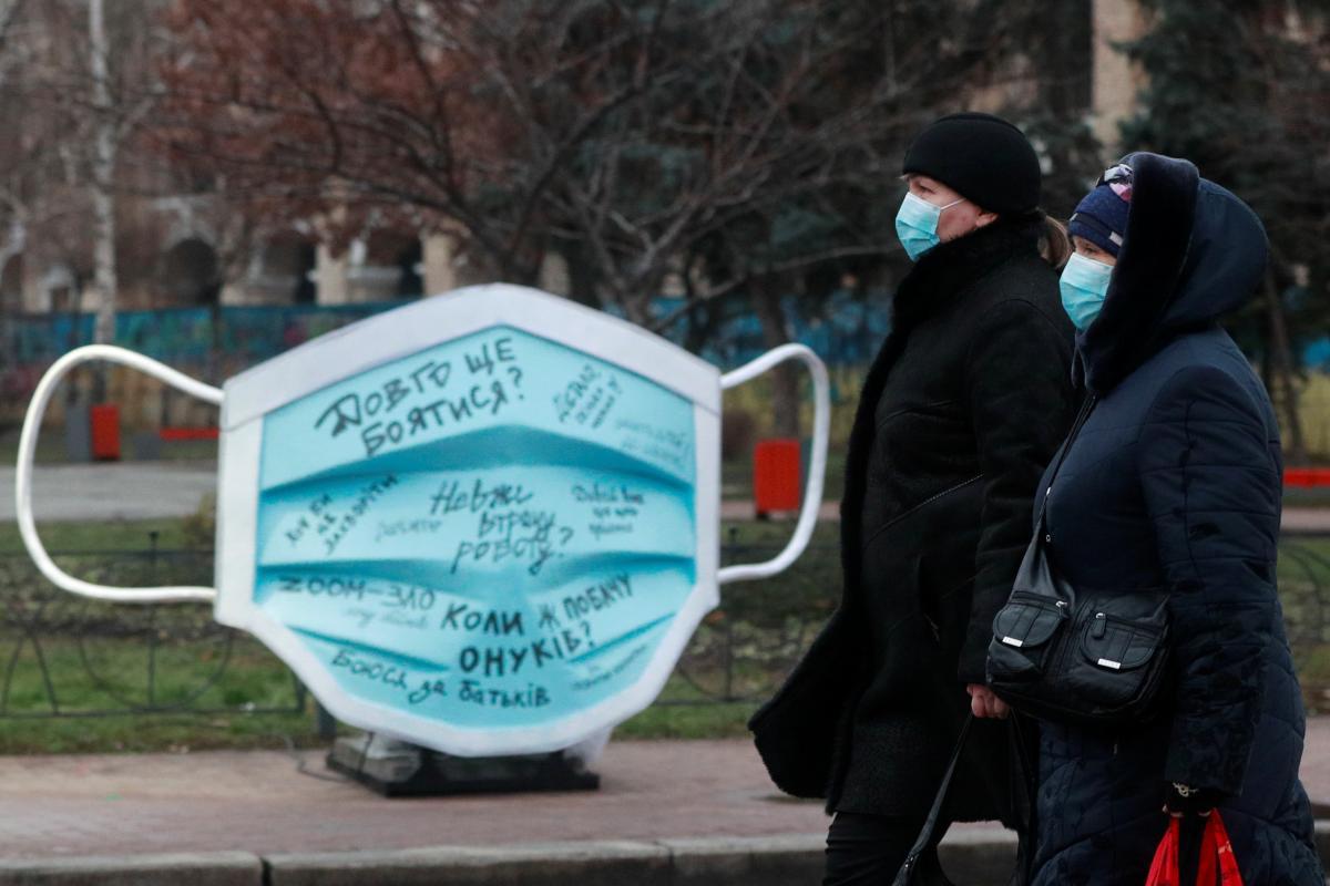 В Украине за сутки госпитализировали более двух тысяч больных с коронавирусом