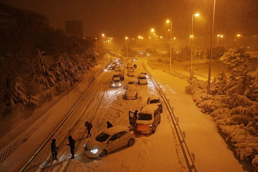 Самый страшный снегопад нового столетия: Испания погрузилась в хаос из-за стихии, погибли три человека