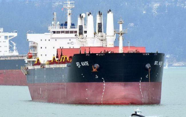 Двое больных COVID-19 украинцев находятся на корабле, который застрял возле Малайзии