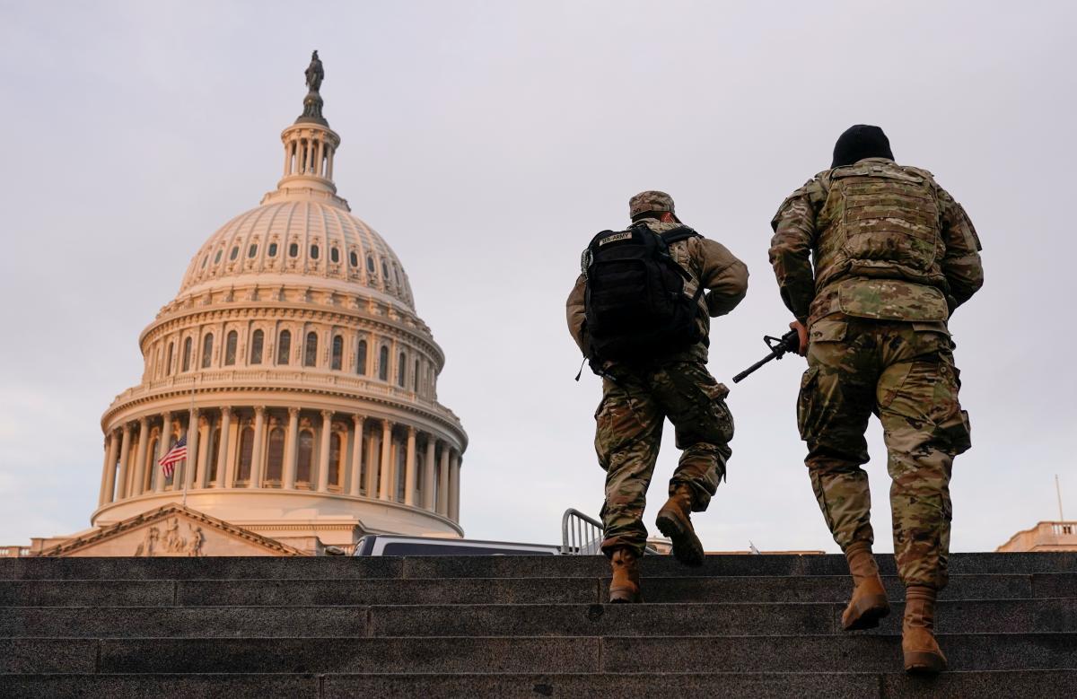 'Сотни больных': охранявшие Капитолий военные массово заразились COVID-19 - СМИ