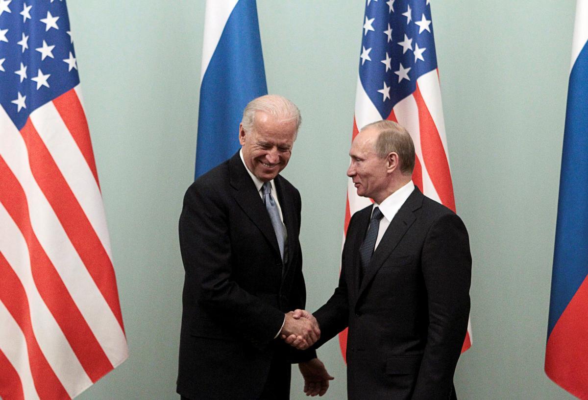 'Есть серьезные разногласия': в Кремле прокомментировали разговор Путина и Байдена по Украине