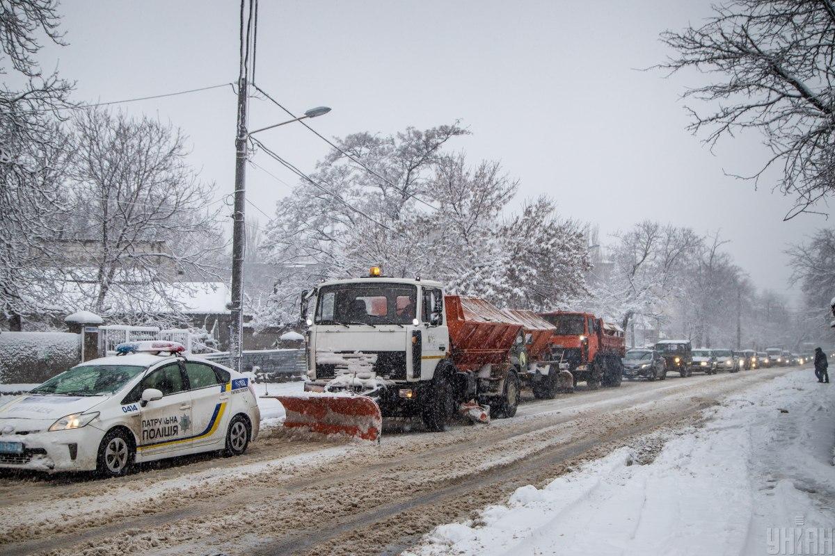Из-за непогоды ограничение движения грузовиков осталось только в Одесской области