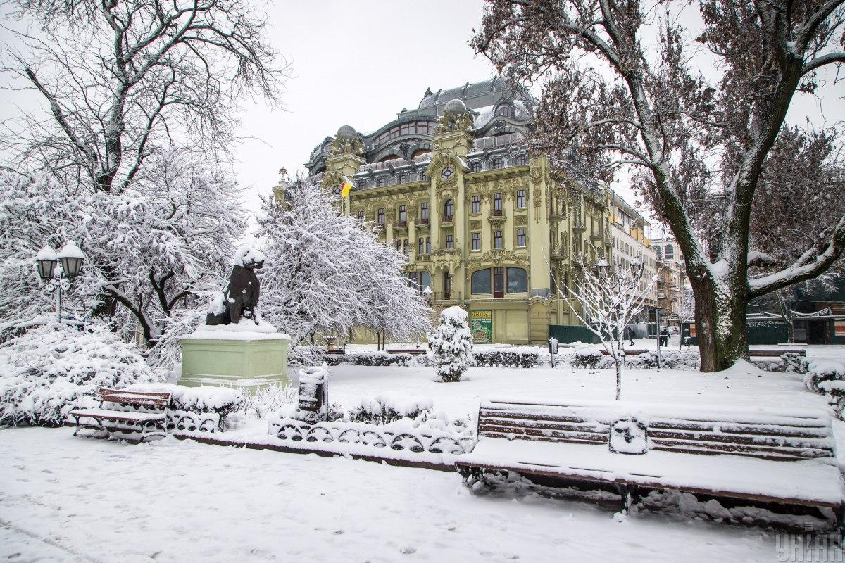 В Одессе на ликвидацию последствий непогоды вывели почти 2 тысячи коммунальщиков