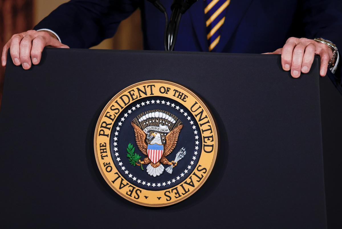Советник Трампа рассказал, что происходит с экс-президентом CША без соцсетей