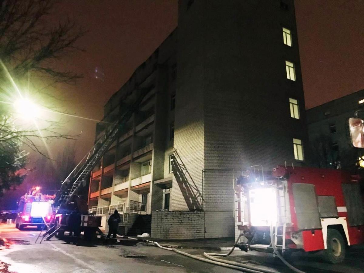 Пожар в 'ковидной' больнице Запорожья. Кто ответит за четыре потерянных жизни