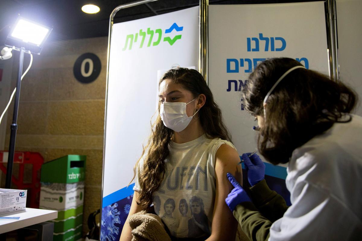 В Израиле подтвердили, что массовая вакцинация снижает распространение коронавируса
