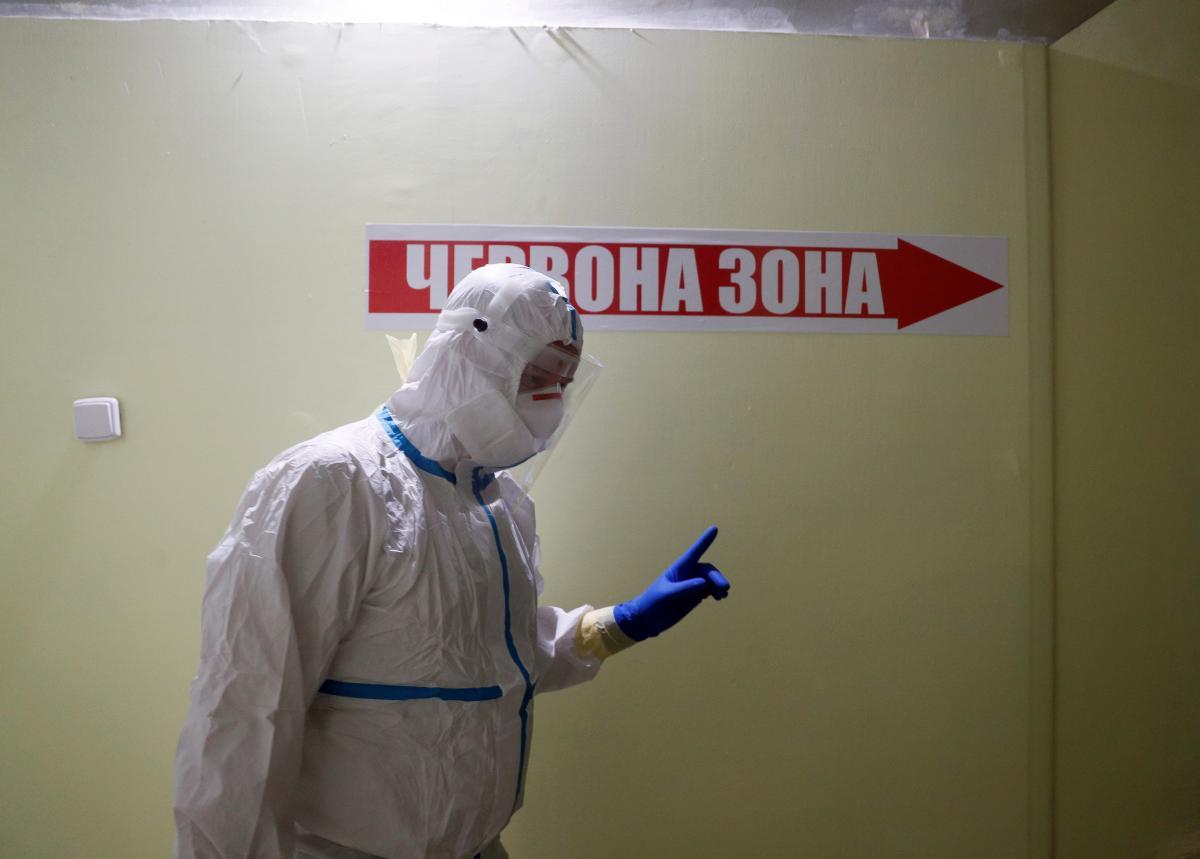 За сутки от коронавируса в Украине умерли почти сто человек