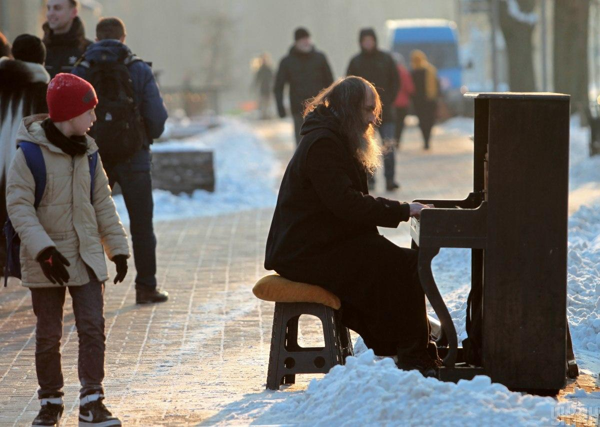 Снегопад в Киеве: стало известно, как будут работать во вторник учебные заведения столицы