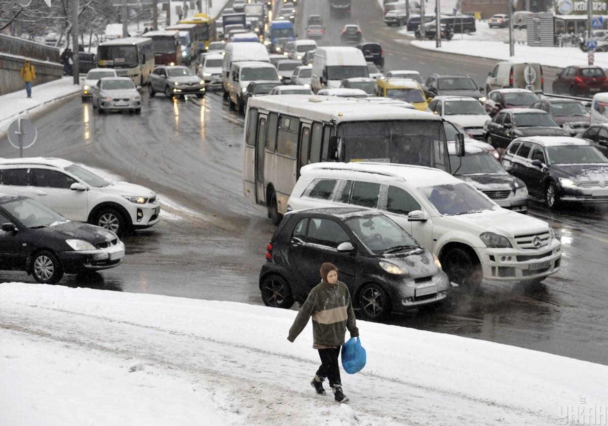 В понедельник утром столичные улицы остановились в пробках: какая ситуация на дорогах