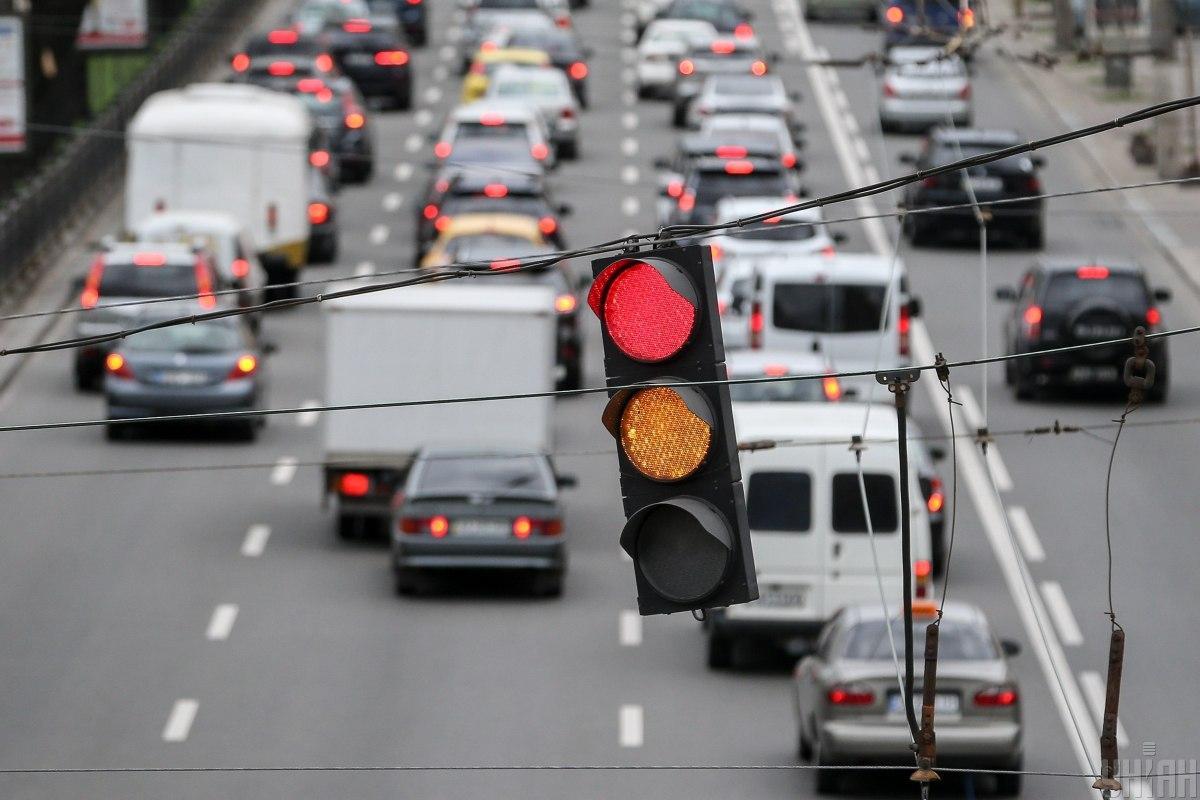 Киев 'покраснел' от пробок: ситуация на дорогах столицы во вторник утром