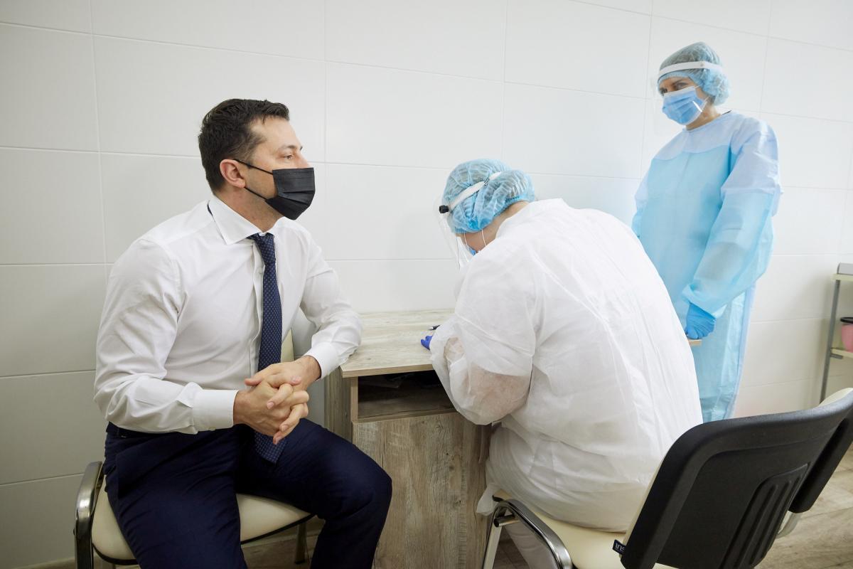 Зеленский призвал политиков не дискредитировать кампанию по вакцинации против COVID-19
