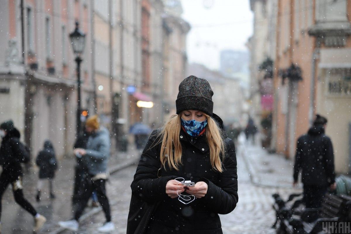'Британский' штамм коронавируса поражает людей в возрасте 20-40 лет - Рубан
