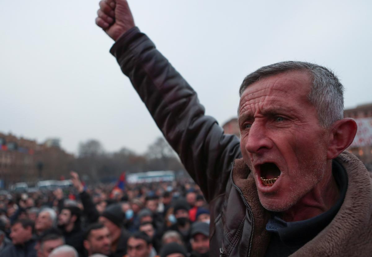 В Ереване проходит митинг с требованием отставки Пашиняна