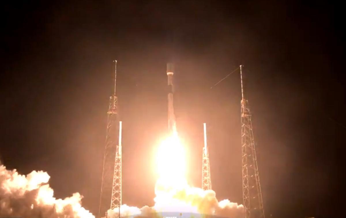 SpaceX отправила в космос новую партию спутников Starlink и показала зрелищные видео миссии