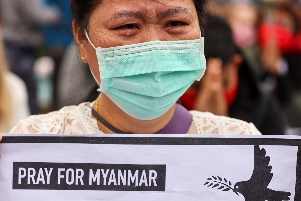 В Мьянме продолжаются акции протеста против хунты: убиты 250 человек