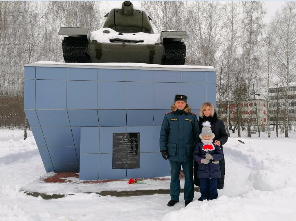 В Новозыбкове Брянской области сотрудник МЧС присоединился к патриотическим акциям