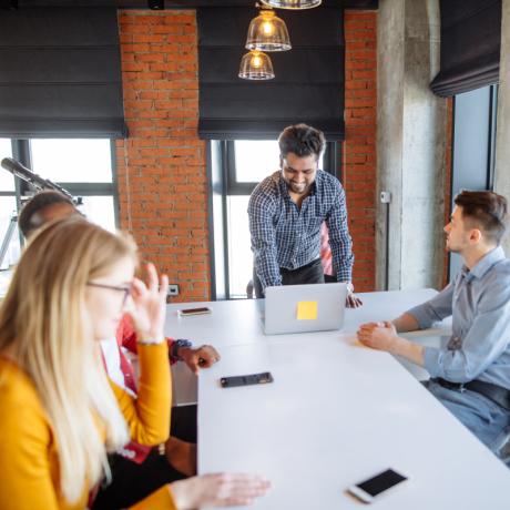 Наличие на рабочих местах вредных факторов – еще не основание для проведения медосмотров