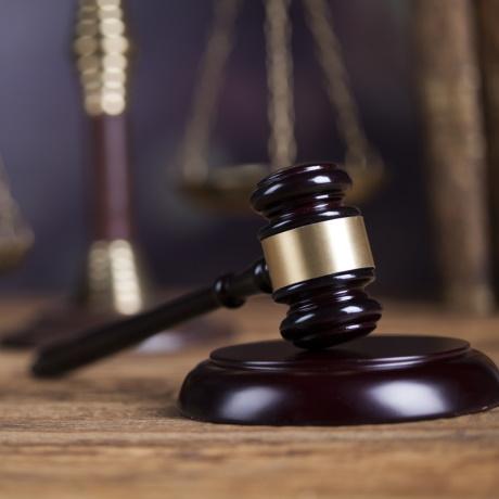 КС РФ предписал усовершенствовать порядок возмещения расходов потерпевшего на представителя по уголовному делу