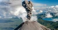 На Камчатке вновь начал извергаться вулкан Карымский