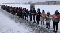 В Москве и Санкт-Петербурге выстроились цепи солидарности