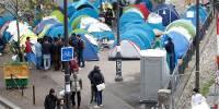 В центре Парижа снова протестуют бездомные мигранты