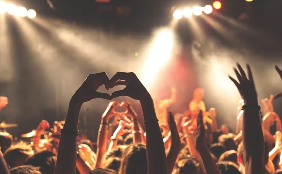 7 популярных песен малоизвестных исполнителей